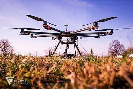 zdjęcie drona na ziemi
